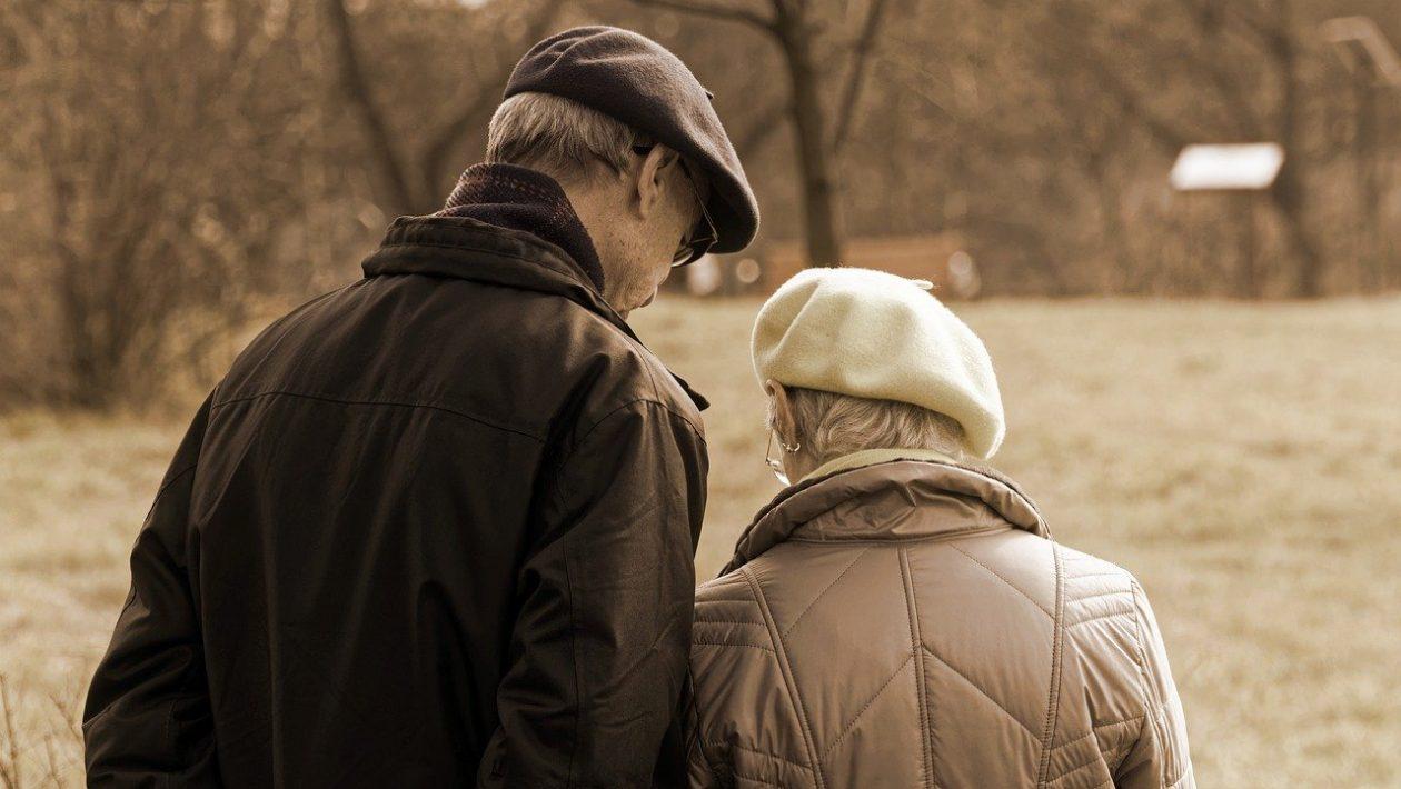 Ikäihmiset siirtyvät käyttämään verkkopankkeja